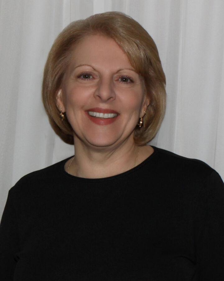 Laurie Calenzo, NYS LICENSED ASSOCIATE REAL ESTATE BROKER- # 30CA0879904 in  Vestal , Warren Real Estate